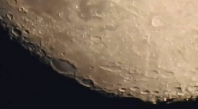 Compact Camera's Crazy Zoom Lets You Observe The Pockmarks Of The Moon