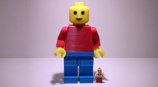LEGO Minifig Got Hit By Growth Ray, Turned Into 7-inch Jumbo-size Minifig
