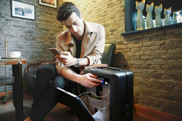 Cowarobot R1 Autonomous Suitcase