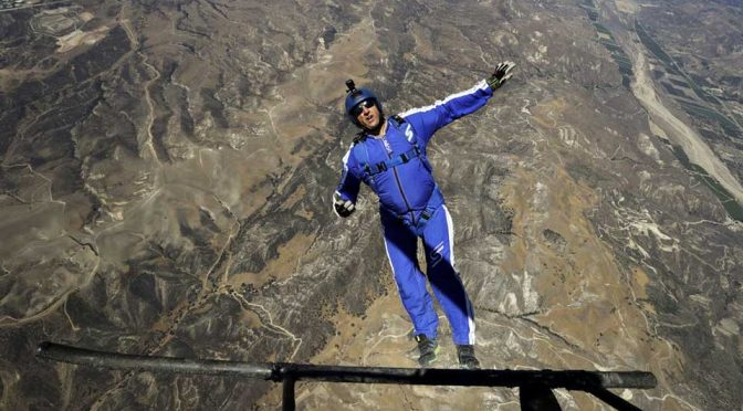 Daredevil Skydiver Make Record 25,000 Feet Jump Without Parachute