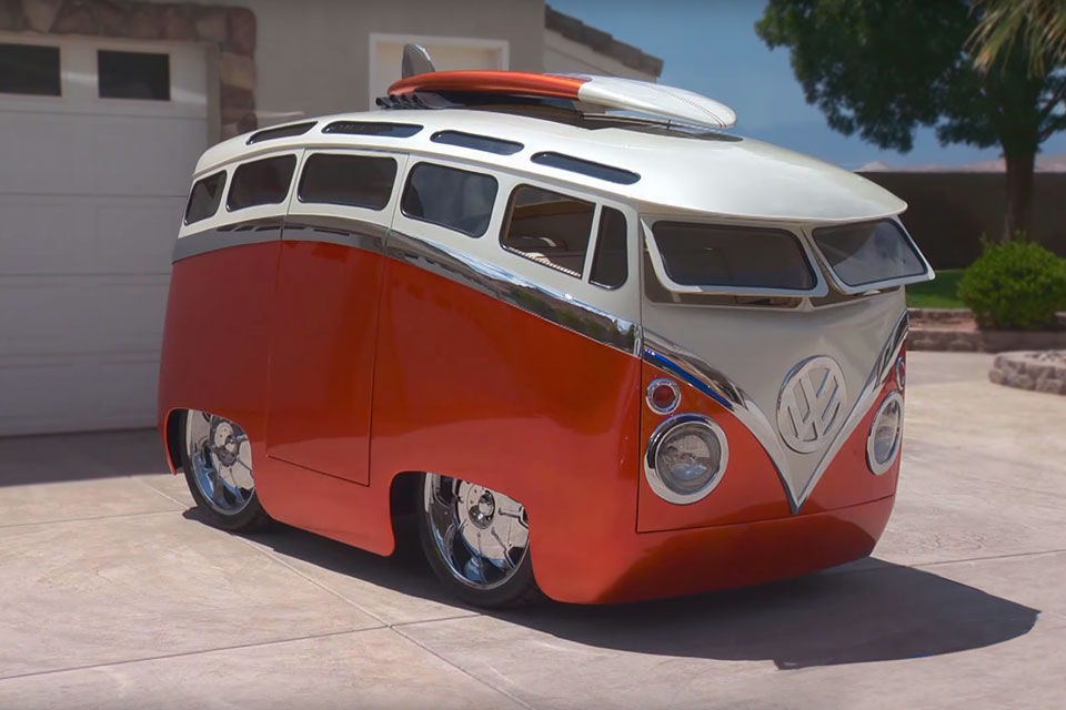 Guy Turned Classic Volkswagen Bus Into A Driveable Cartoon