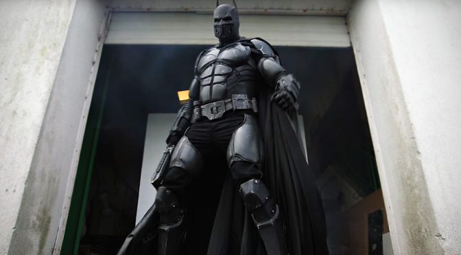 This <em>Batman: Arkham Origins</em>-inspired Cosplay Suit Has 23 Working Gadgets