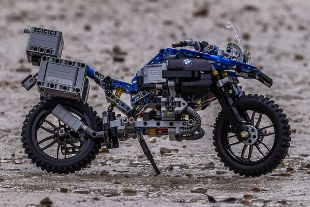 lego technic bmw r 1200 gs features a specially designed. Black Bedroom Furniture Sets. Home Design Ideas