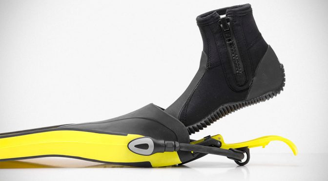 This Ski Bindings-like Device Lets You Wear Your Diving Flippers Handsfree