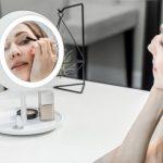 This Smart Makeup Mirror Auto Adjust The Light To Achieve 'True Light'