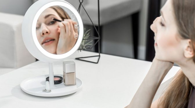 This Smart Makeup Mirror Auto Adjust The Light To Achieve 'True Light'