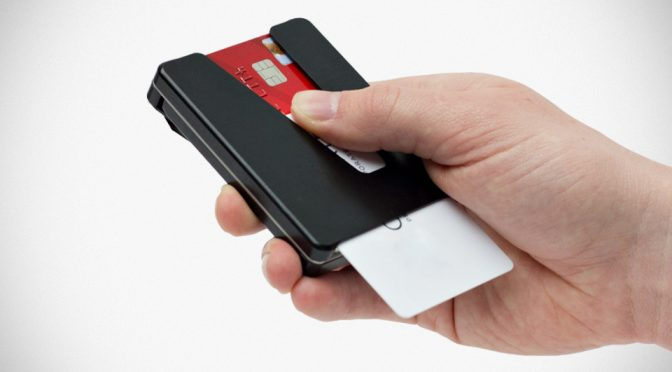 Vessel Minimalistic Wallet Lets You Swipe Your Way To Your Desired Card
