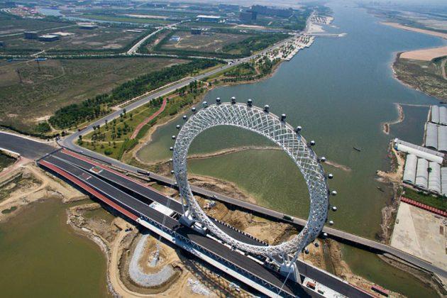 Spokeless Ferris Wheel in Weifang, Shandong