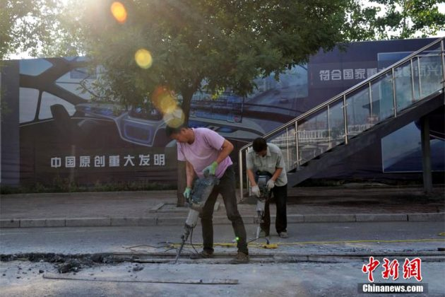 China's Failed Traffic Elevated Bus Is Being Dismantled