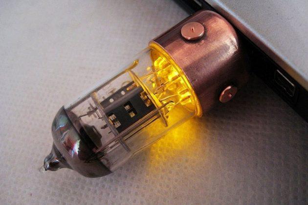 Slavatech Handmade Pentode Radio Tube USB Flash Drive