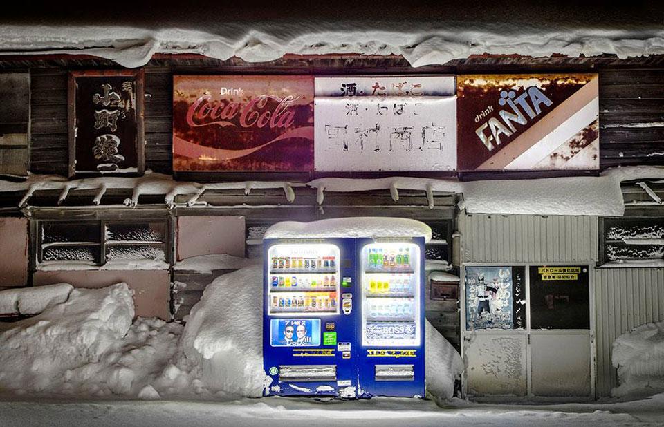 """Roadside Lights """"Time to Shine"""" Photobook by Eiji Ohashi"""