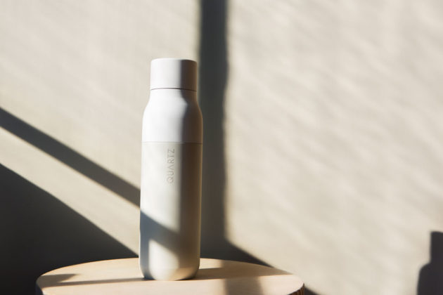QUARTZ Bottle Purifies Water and Self-cleans