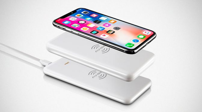 This Wireless Charging Power Bank Can Also Wirelessly Charge Itself