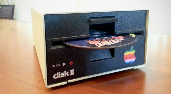 An Apple Disk II Floppy Drive Turned Into Blu-ray/DVD Drive Is Just About The Coolest Thing Ever