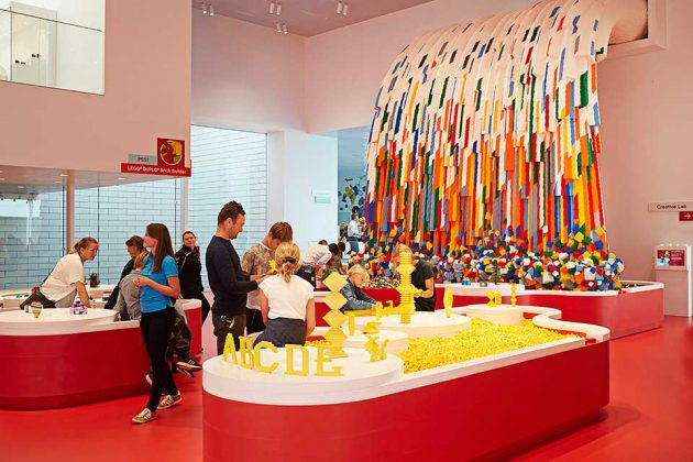 LEGO House: Red Zone - Brick Builder Waterfall