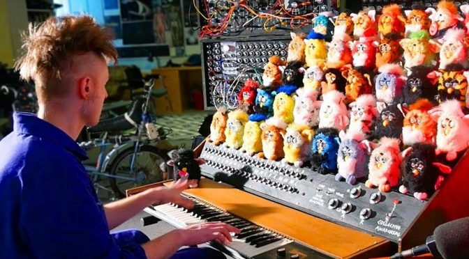 Singing Furby Organ Is Definitely Way More Creepier Than <em>Mogwai</em>