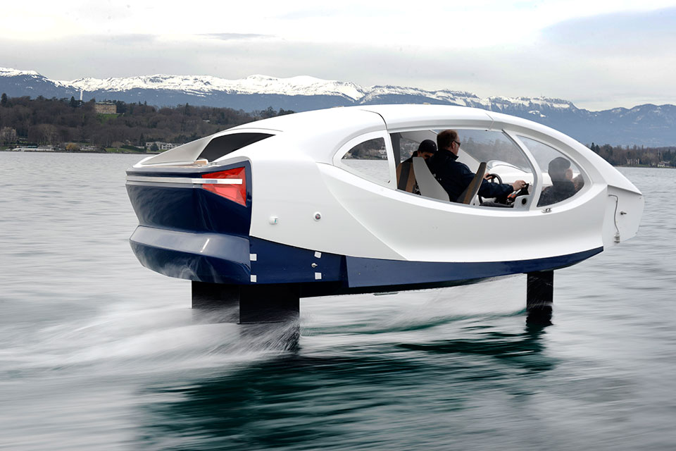 https://d2cdo4blch85n8.cloudfront.net/wp-content/uploads/2018/04/SeaBubbles-Flying-River-Taxi-image-1.jpg
