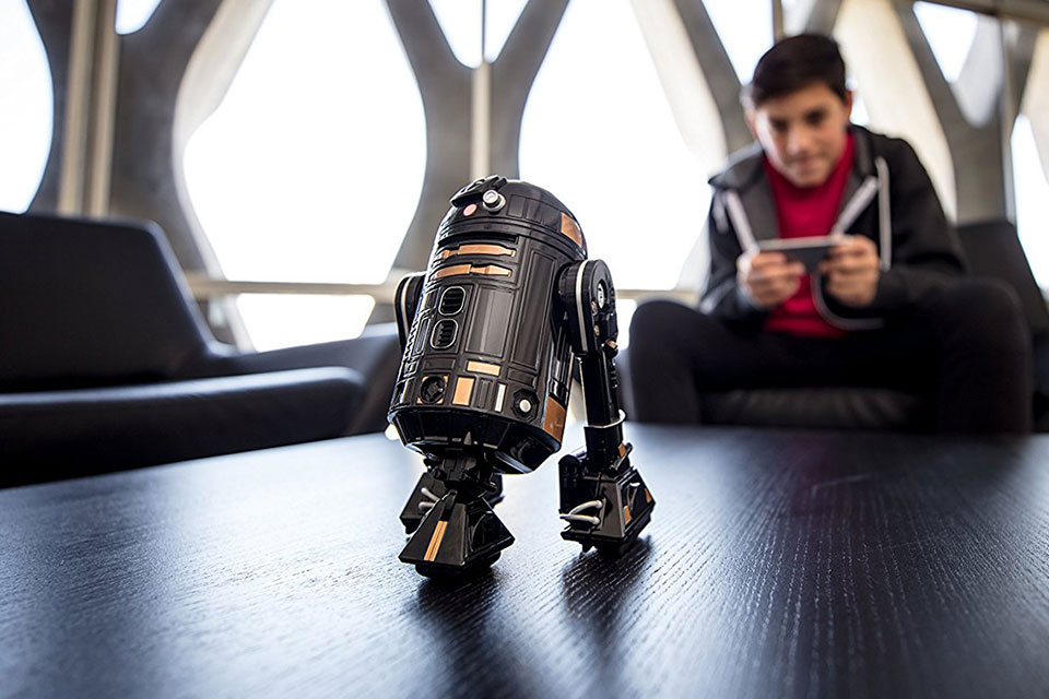 The Dark Side's R2-Q5 Is Now In Your Control With This App-enabled ...