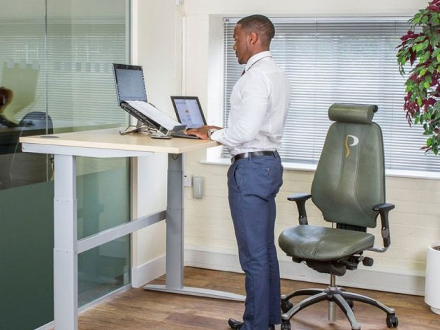 The Health Benefits of Using A Standing Desk