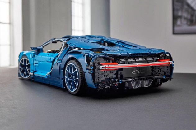 lego technic bugatti chiron is official has working 8 speed gearbox mikeshouts. Black Bedroom Furniture Sets. Home Design Ideas