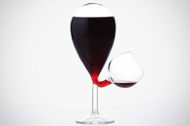 Self-filling Glass Tank Wine Glass