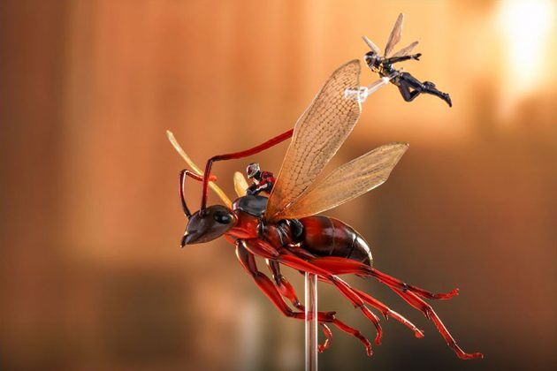 Hot Toys Ant-Man on Flying Ant and The Wasp Miniature Set