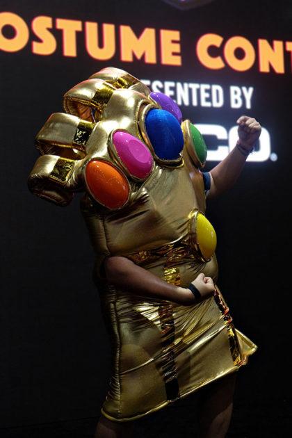 Human-size Infinity Gauntlet Cosplay