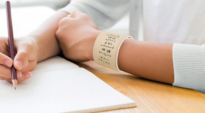 I Bet You Never Thought A Non-Tech Wearable Notepad Could Work