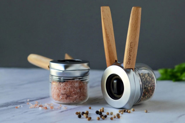 Ortwo One-Handed Pepper Grinder