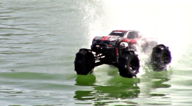 TRAXXAS X-MAXX 8S On Water