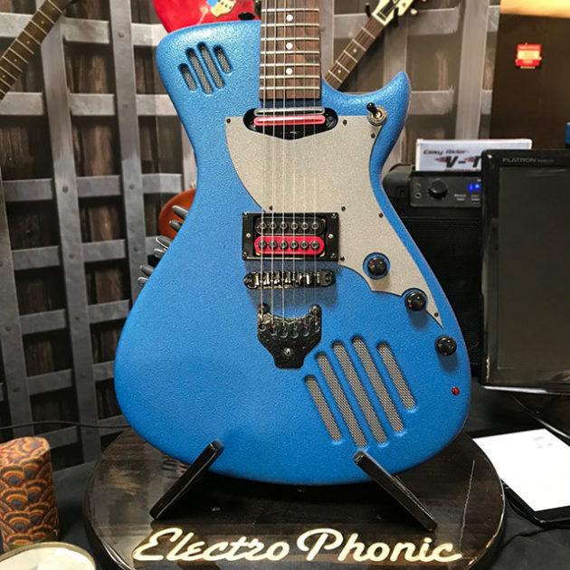 GuitarmaDillo Self-amplified Electric Guitar