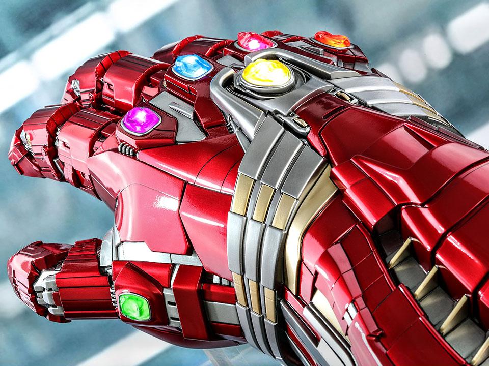 Hot Toys Nano Gauntlet Hulk Version Life-size Collectible