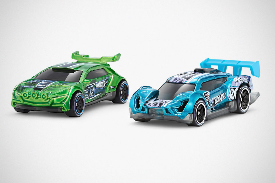 Hot Wheels id NFC-enabled Race Car Set