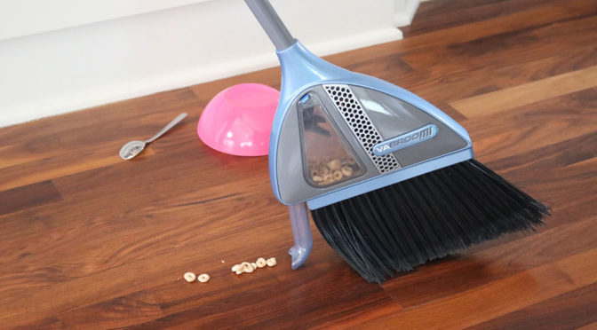 VaBroom Broom With Vacuum Function
