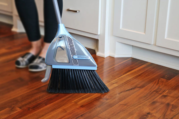 VaBroom Broom With Vacuum Function