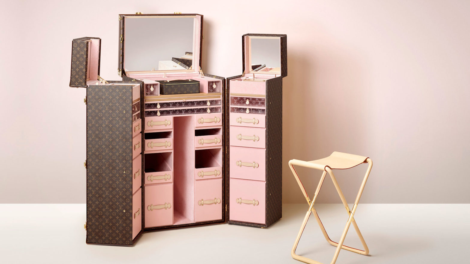Louis Vuitton MALLE COIFFEUSE Beauty Trunk