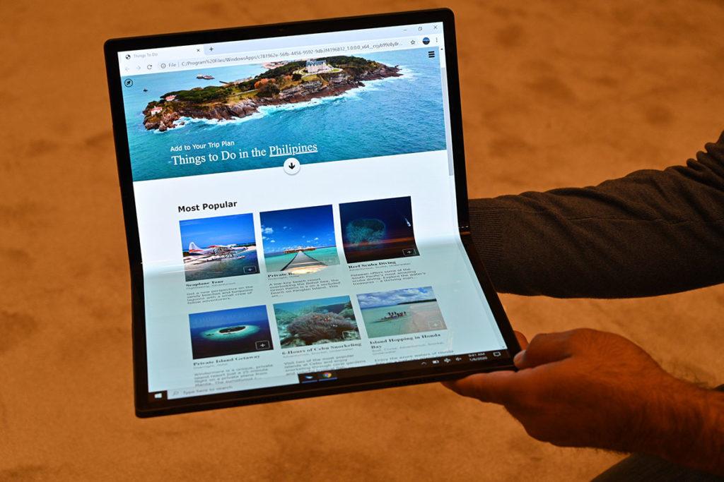Intel Horseshoe Bend Concept Laptop