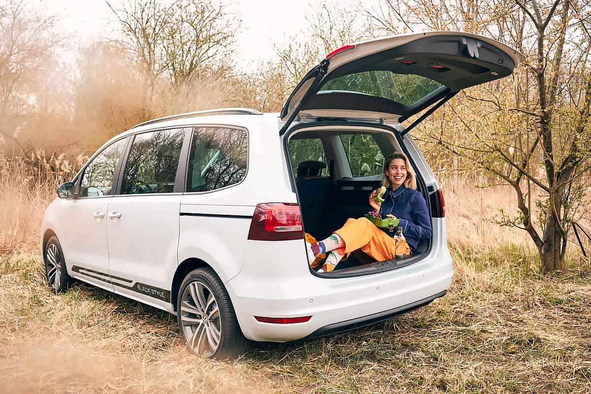 Volkswagen Proposed To Use Sharan As Your Mobile Office, But What