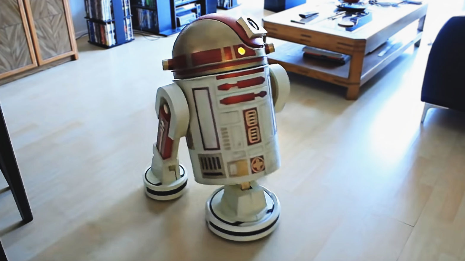 Custom R9-D9 Robot Vacuum Cleaner