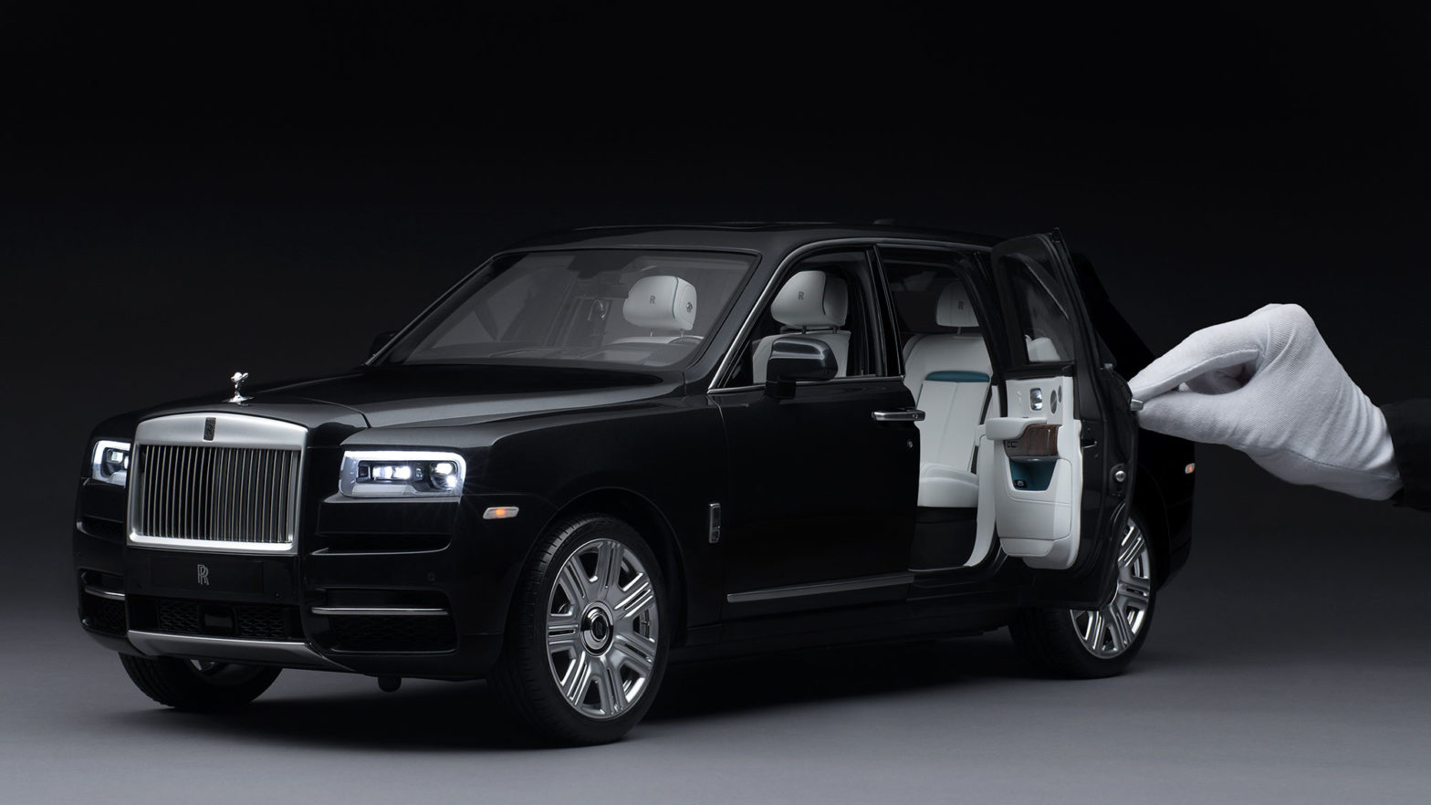 Rolls-Royce 1/8 Scale Replica Model Car Cullinan