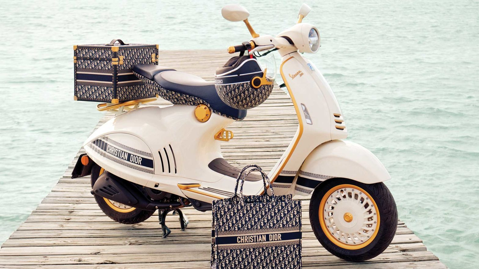 Vespa 946 Christian Dior Scooter