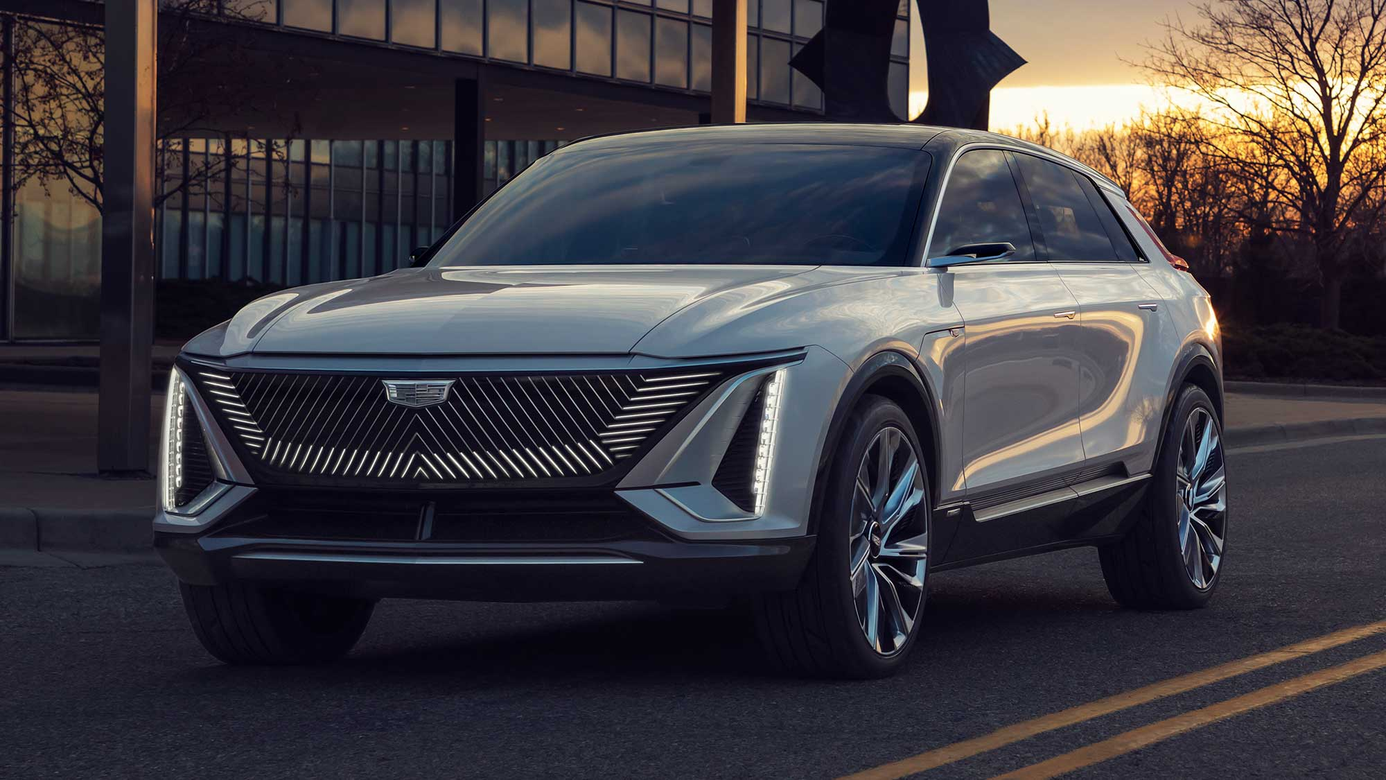 Lyriq Is Cadillac S Answer To Luxury Electric Suv With Over 300 Miles Range Shouts