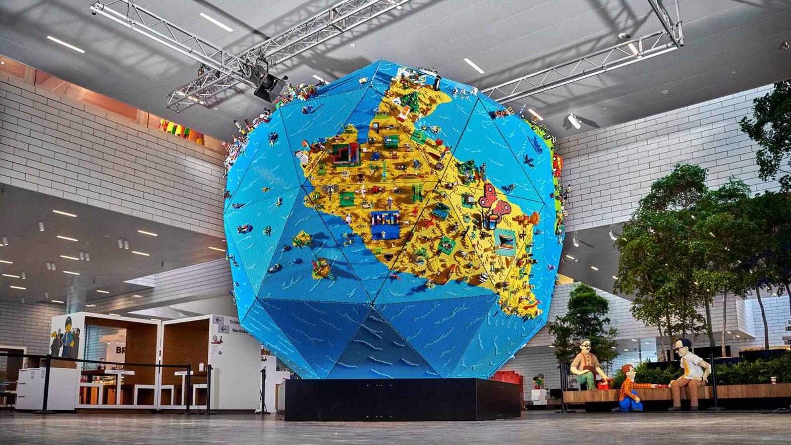 350000 LEGO Bricks Rebuild The World Globe