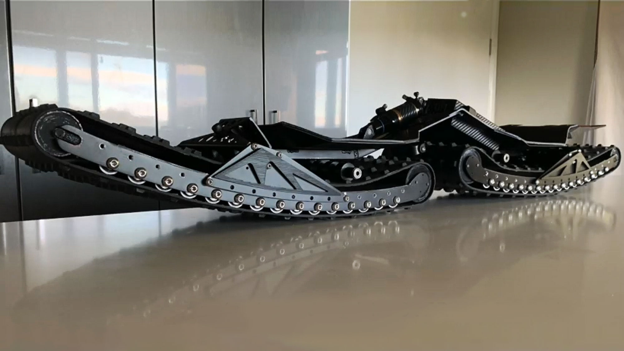 Ungoverned Vendetta Tracked Electric Skateboard