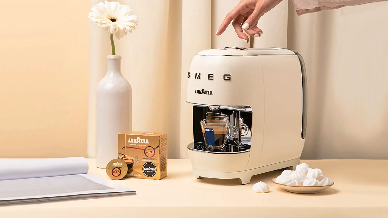 Lavazza A Modo Mio SMEG Coffee Machine