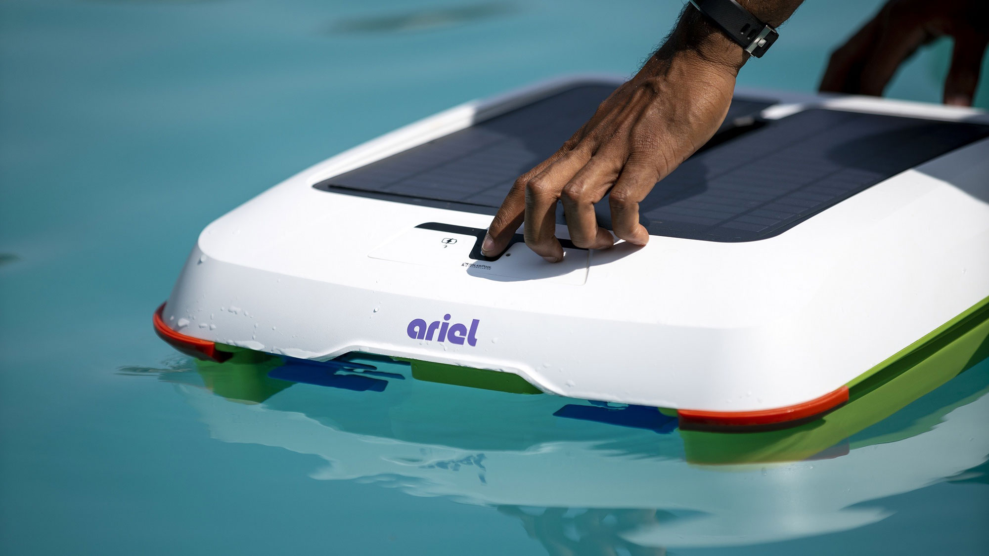 Ariel Pool Cleaner by Solar Breeze