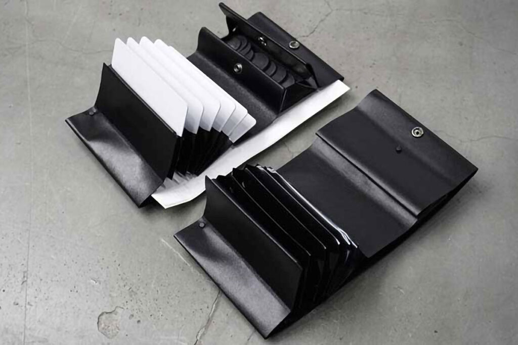 Claustrum Articular Wallet Anti-minimalist Wallet