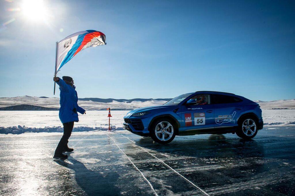 Lamborghini Urus Sets High-speed Record