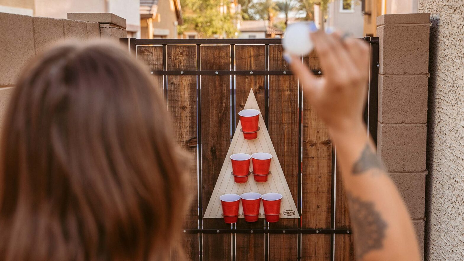Free Pong Wall-mounted Beer Pong