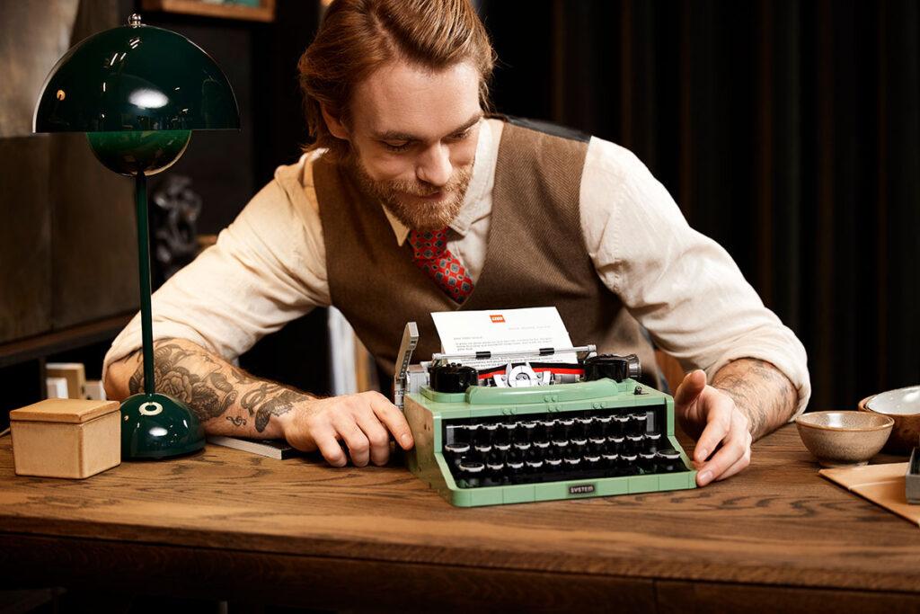 LEGO Ideas 21327 Typewriter by Steve Guinness